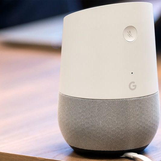 Smart Speaker Google Home Reviewed